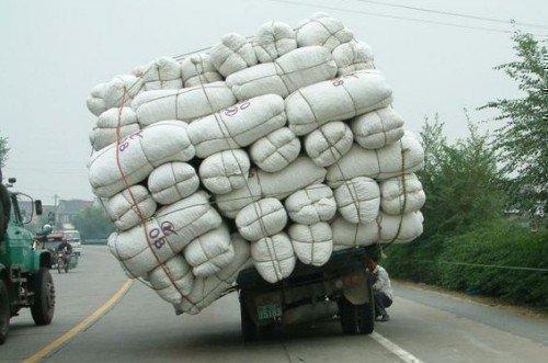 Перегруженный грузовик