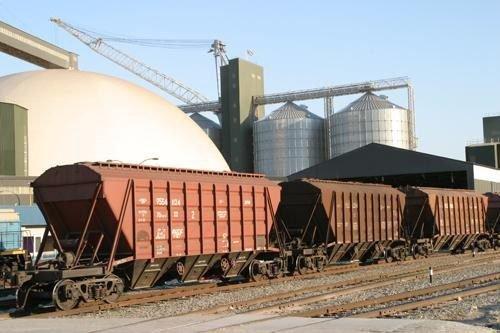 Погрузка зерна в вагон